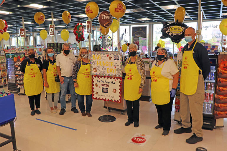 Succasunna Shoprite Help Bag Hunger participants