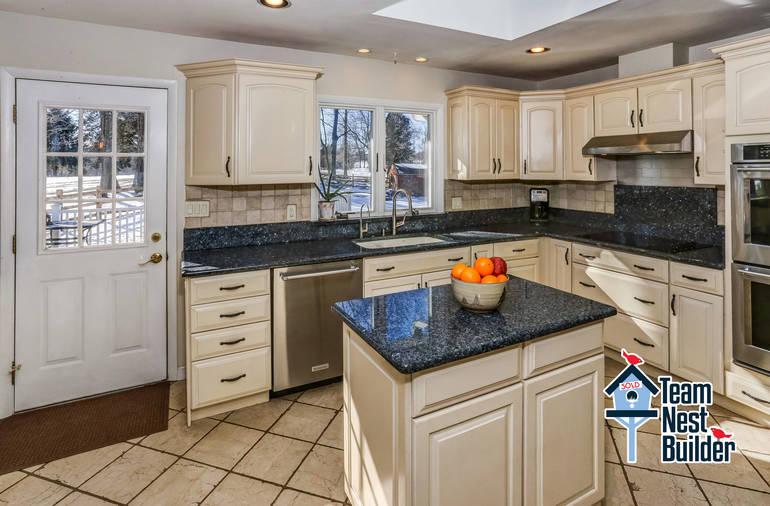 012_Kitchen 2.jpg
