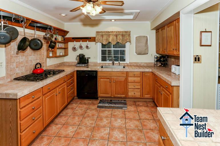 011_Kitchen.jpg