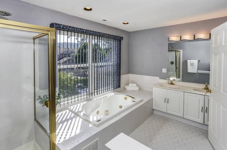 021_Master Bath.jpg