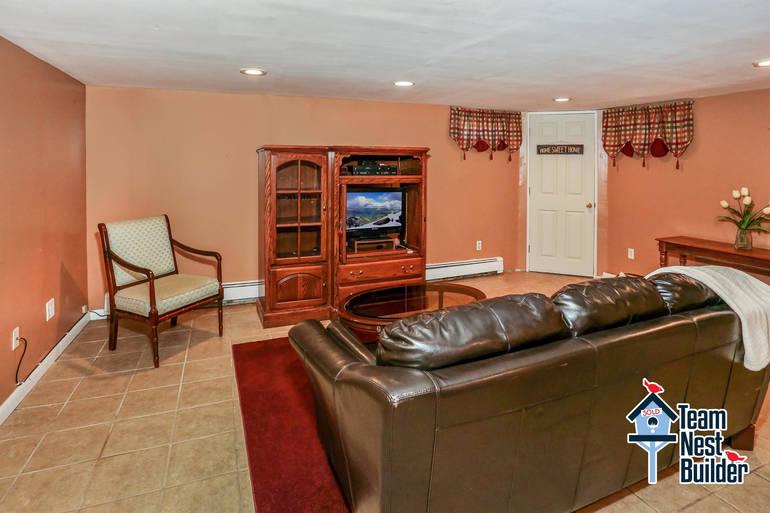 020_Family Room.jpg