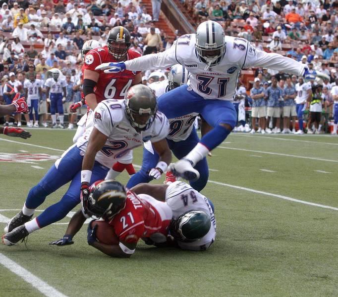 1280px-2006_Pro_Bowl_tackle.jpg