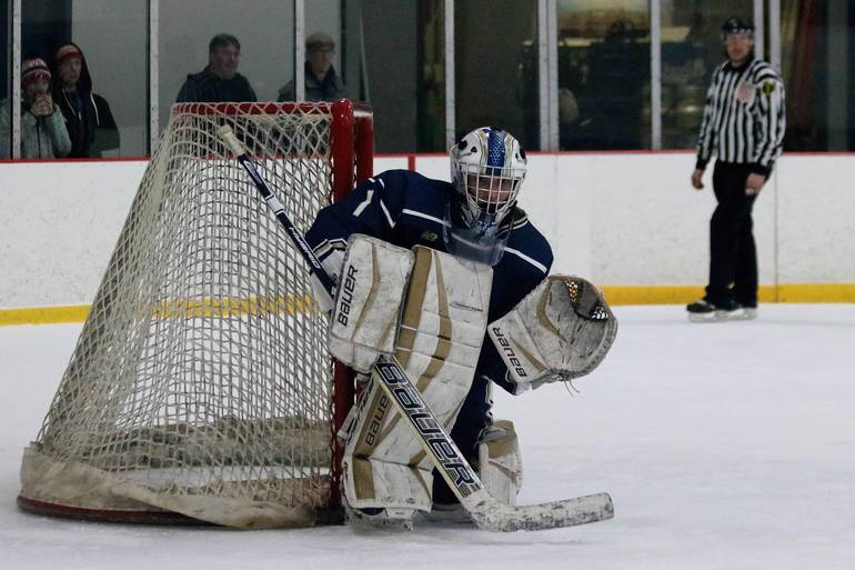 NJ H.S.: Roxbury Ice Hockey Beats Vernon 5-1