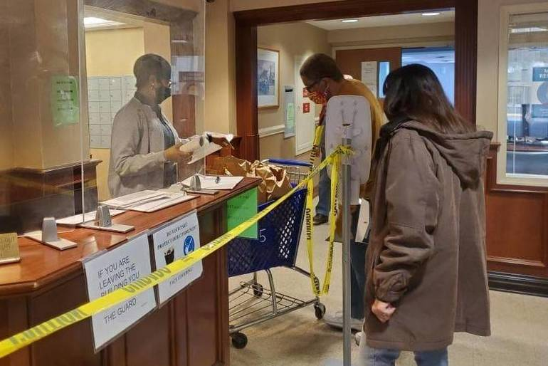 Springfield's Pay-it-Forward Program Feeds Seniors With Bagel Breakfast