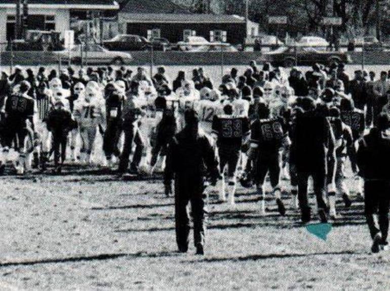 1984  Thanksgiving line.JPG