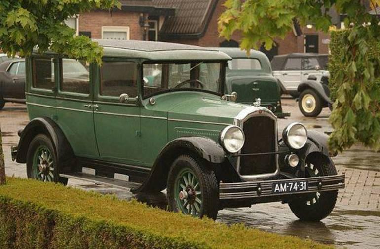 1928_Willys-Knight_70A_(13972981427).jpg
