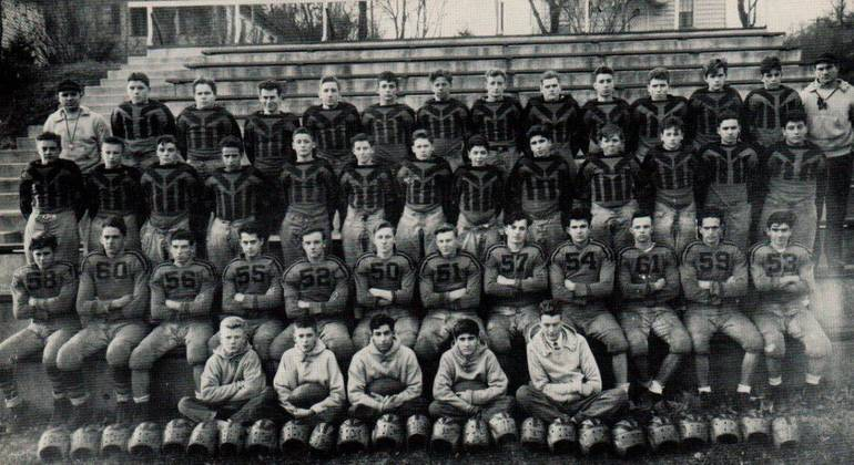 1944 Football team picture.JPG