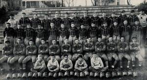 Carousel image d08e3e6635b6421dd18b 1944 football team picture