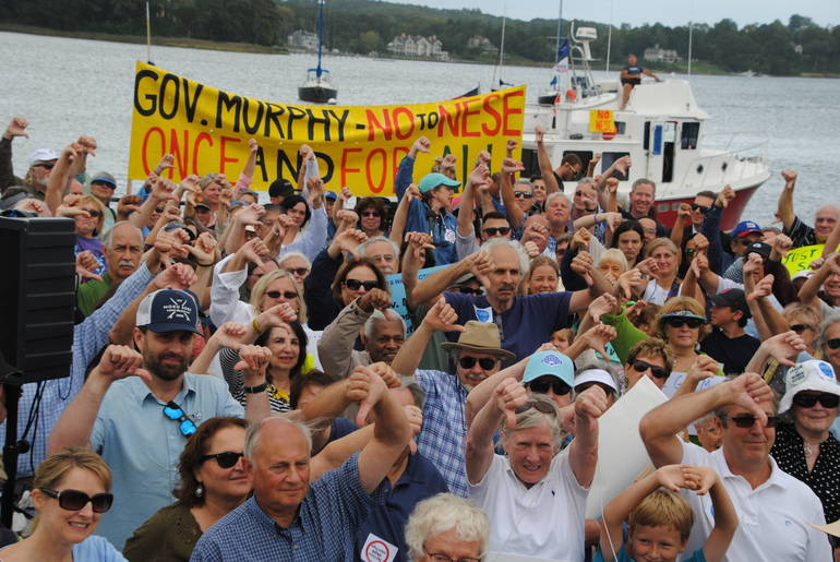 1- Hundreds of citizens urge Governor Murphy to give the WilliamsNESE project the thumbs down while Captain Bill Schultz of the Raritan Riverkeeper rallies from t.JPG