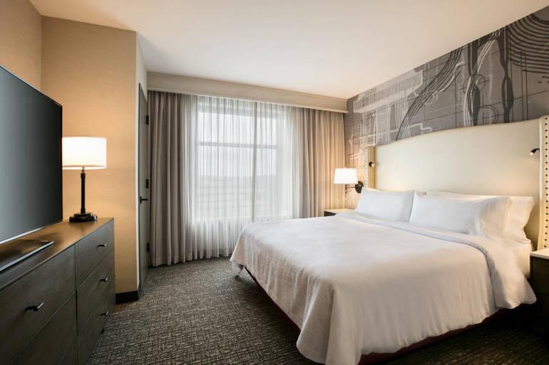 1 King Bed 2 Room Suite - 1286087.jpg