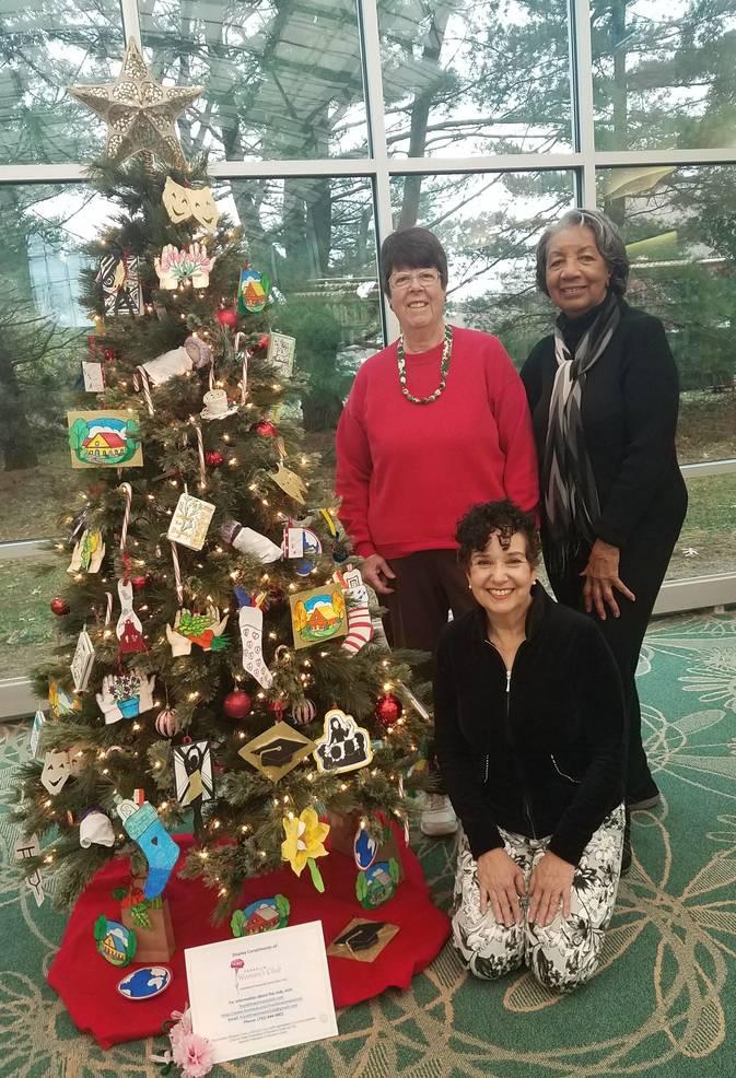 Franklin Woman's Club Decorates Symbolic Christmas Tree