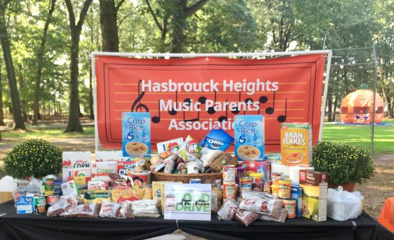 2019 HH Music Parents Food Drive at Town Day.jpg