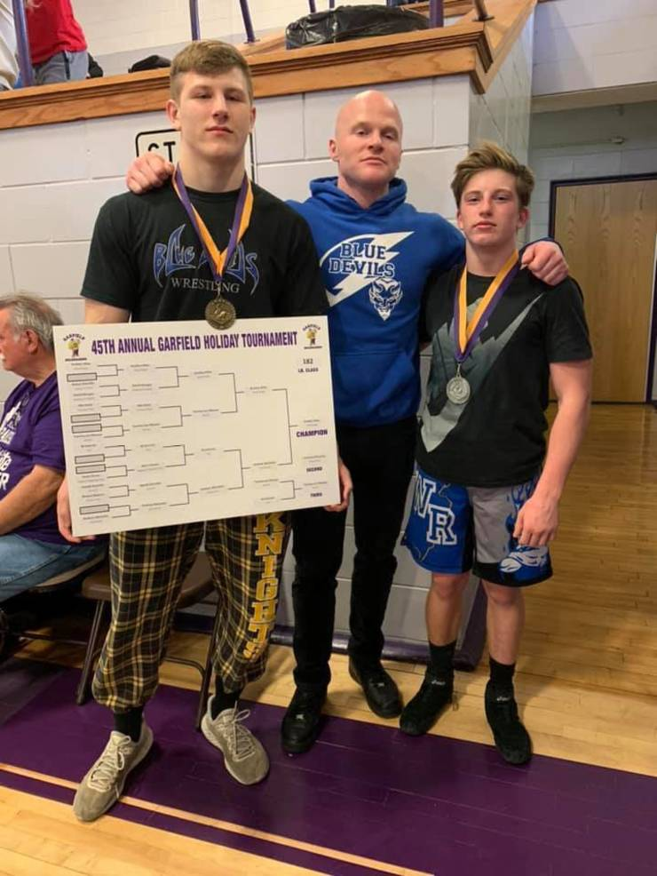 2019 WR wrestlers Mika and Reiter at Garfield tourney Sat Dec 21 from Christine Reiter.jpg