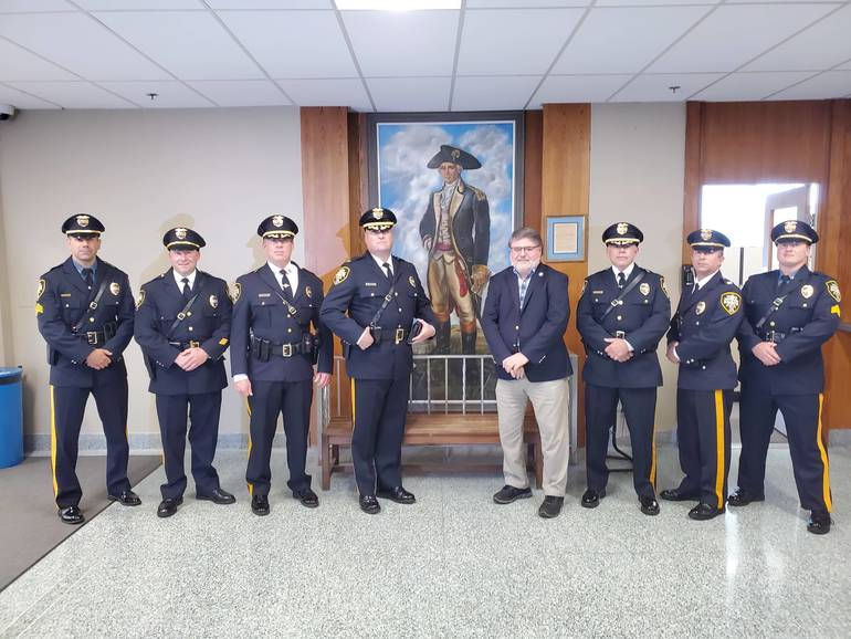 Officers and Mayor.jpg