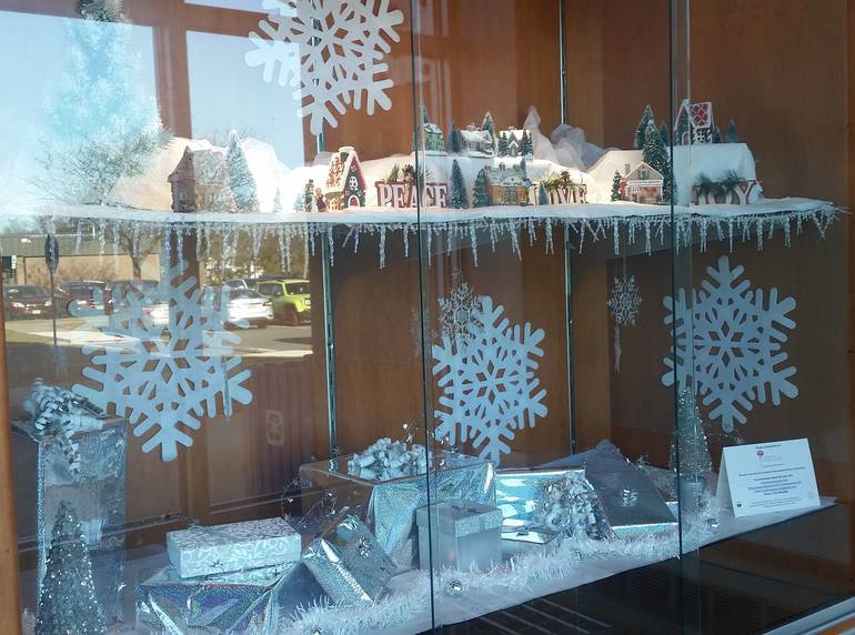 Franklin Woman's Club Decorates Library Display Cases