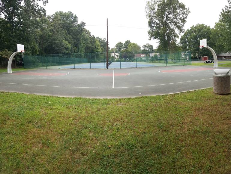 Basketball Courts at La Grande Park in Fanwood.jpg