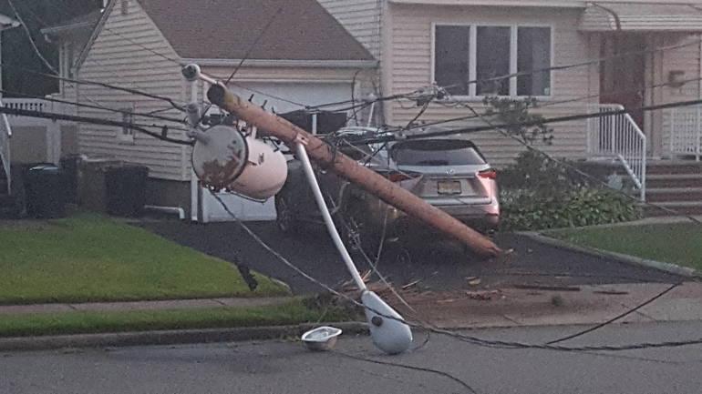 33rd_Rosalie pole down_close up.jpg