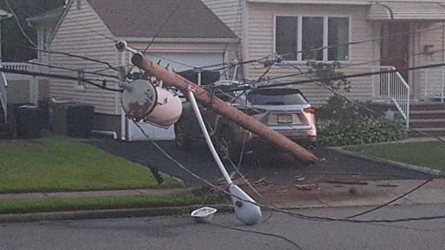 Top story eb09faff5fd45d45f89e 33rd rosalie pole down close up