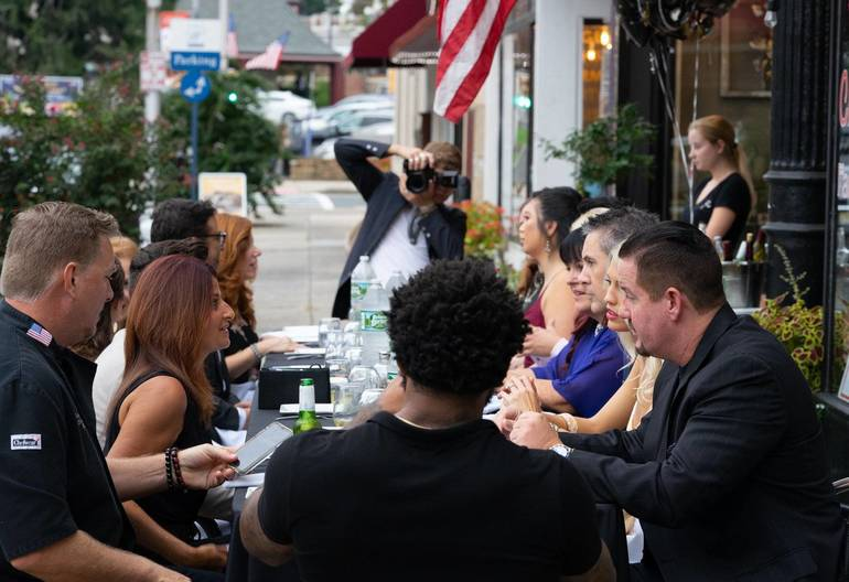 Guests Enjoy VIP Dinner