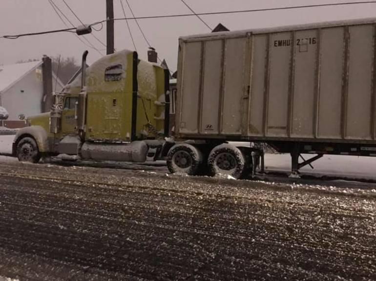 46292850_10217426735489963_2161690669670727680_n Tractor Trailer stuck on Passaic Ave on Nov 16 courtesy Andrea Gaffney.jpg