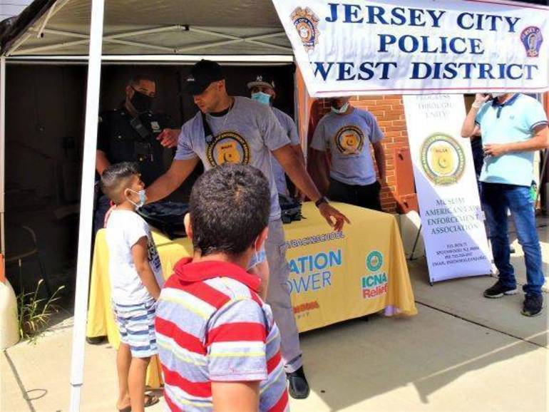 Police, Muslim Community Join Forces to Distribute Backpacks to 400 Jersey City Children