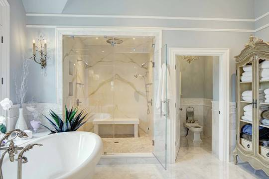 Top story 8b3fafdb53809c22f230  w1a8676 81 kt luciano  master bath   to shower  sm wing wong