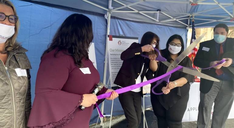 Apple Montessori School Cuts Opening Ribbon in Warren