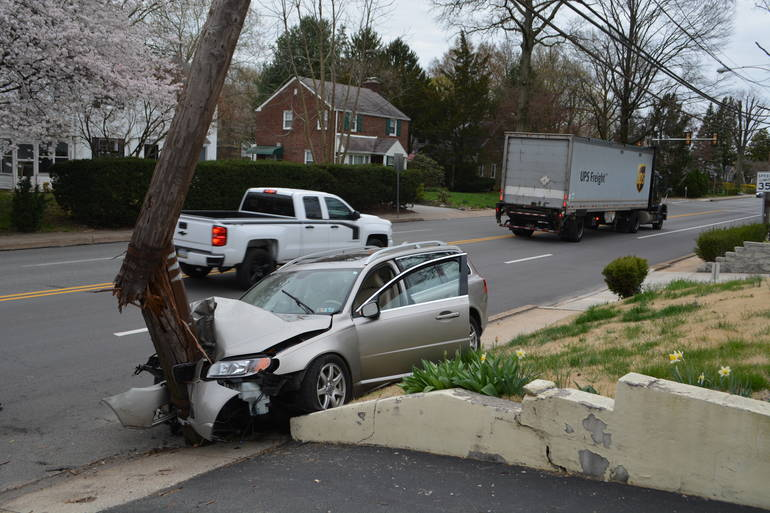 Ardmore, Lower Merion Township Car splits pole