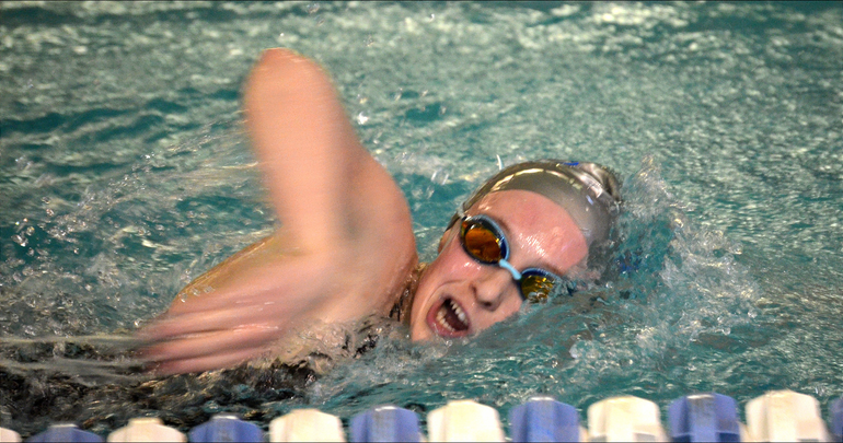Aislinn in the 200 relay.png