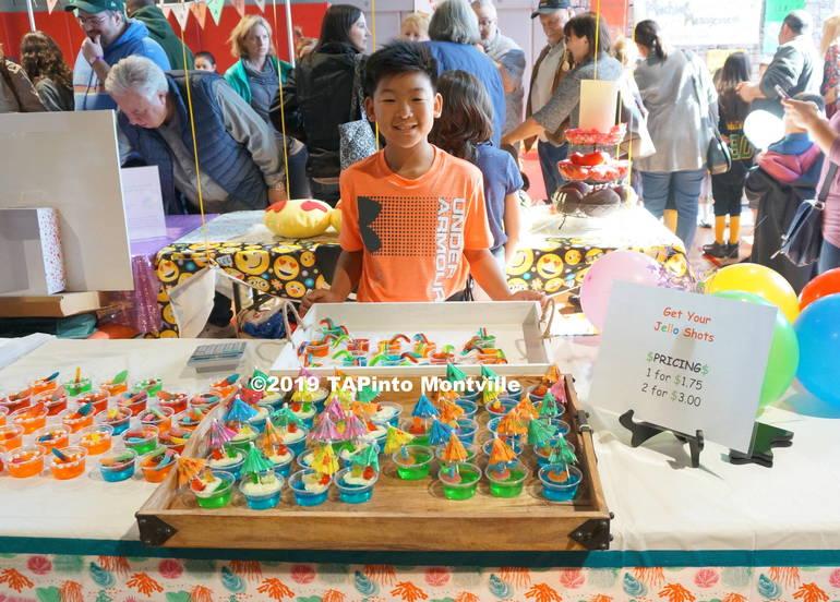 a Isaac Pyo sells gummy jello shots ©2019 TAPinto Montville.JPG