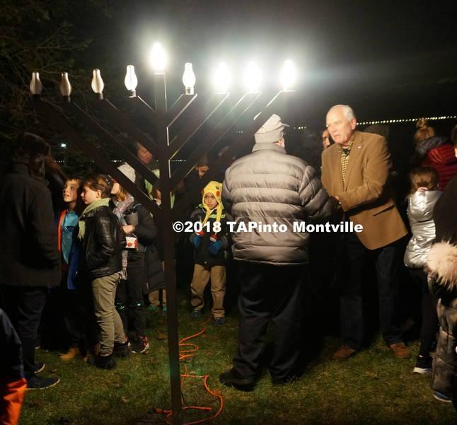 a Mayor Conklin and Rabbi Finkel shake hands ©2018 TAPInto Montville.JPG