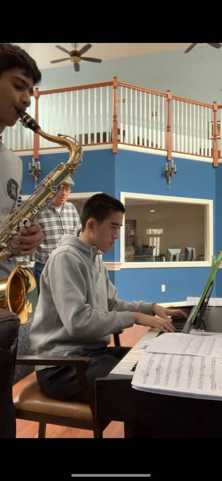 Anjay A(on the sax),Bill(on the piano).JPG