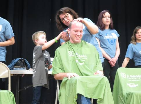 Top story 1221dd2fe11aa08347be andrew schaber a cancer survivor helps with his dads shave