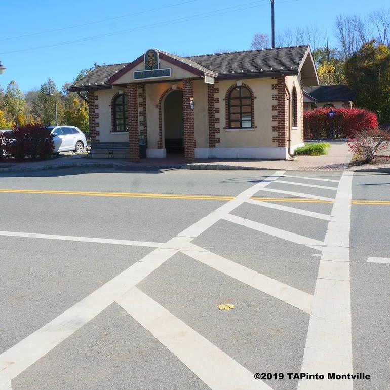 a Pedestrian crossing in Towaco Center ©2019 TAPinto Montville    2.JPG