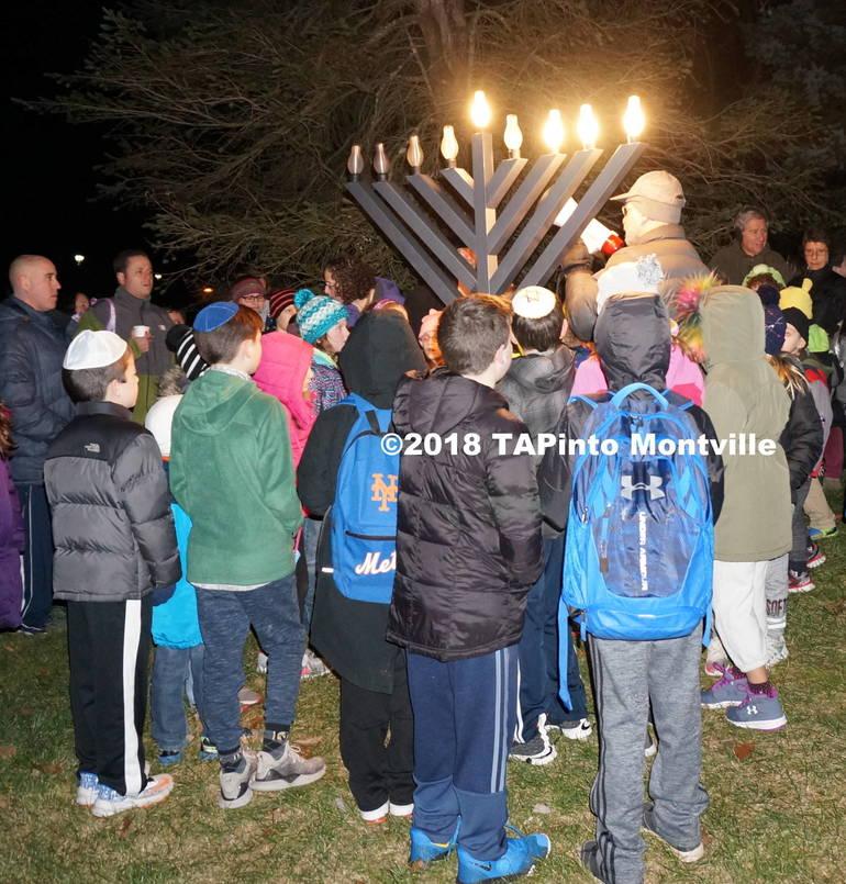 a Rabbi Finkel speaks to the attendees ©2018 TAPinto Montville.JPG