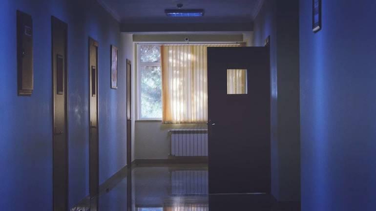 architecture-daylight-door-entrance-239853.jpg