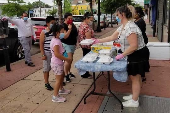 Top story 115c91ee26a05a48483e avenue furniture food giveaway lourdes serving kids