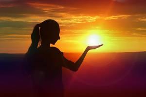 Carousel_image_9987a4d11080a5662672_b2h-tapinto-wayne-image-holding-sun