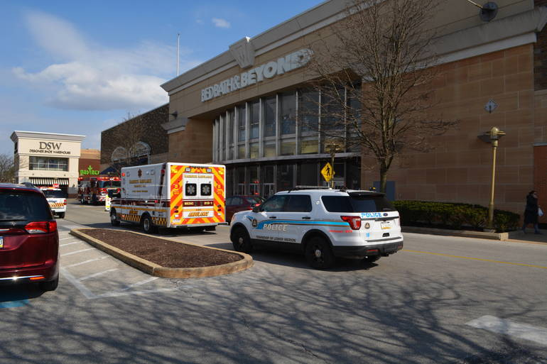 Freak Accident At Bed Bath Amp Beyondtraps 90 Year Old Man