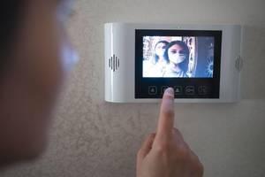 5 Benefits of Video Doorbells (and 5 Buzzworthy Brands!)