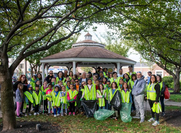 Roselle Park Volunteers On Clean Up Day