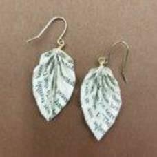 Carousel_image_07ed78431ad03c39e2c2_book-origami-earrings
