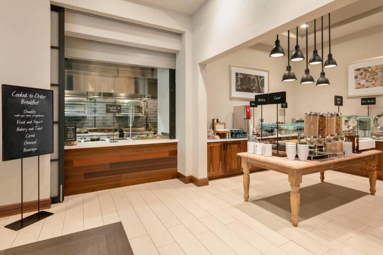 Breakfast Area - Omelet Chef - 1286161.jpg