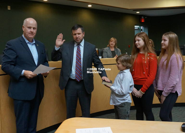 b Vincent Failla is sworn in by Sheriff James Gannon ©2020 TAPinto Montville.JPG