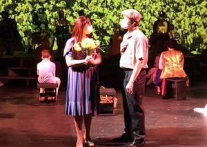 Carousel image afc42c53f7ed8dcb6905 ccm.big fish actors  matt delevan of madison and grace logue of vernon