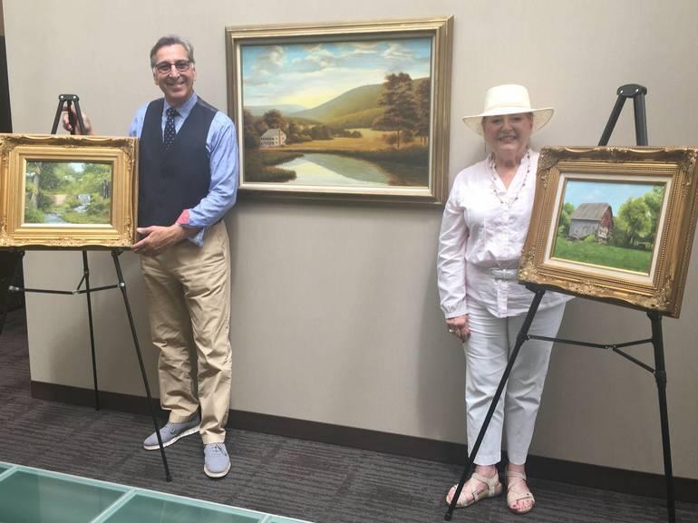 Warren Mayor Accepts Donation of Artwork by Ralph GarafolaCF170631-2108-4C1A-B621-2E253A2242A8.jpeg
