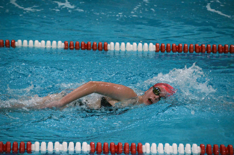 Snarr Places First in 500 Free