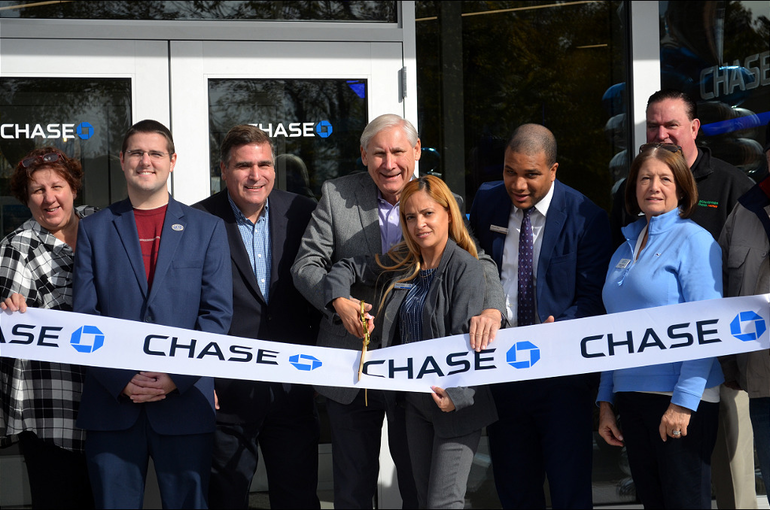 Chase Bank Opening - Scotch Plains Mayor Al Smith cuts ribbon.png