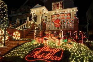 Carousel image 7f13a2f80cb14b7f8600 christmas holiday lights show display home