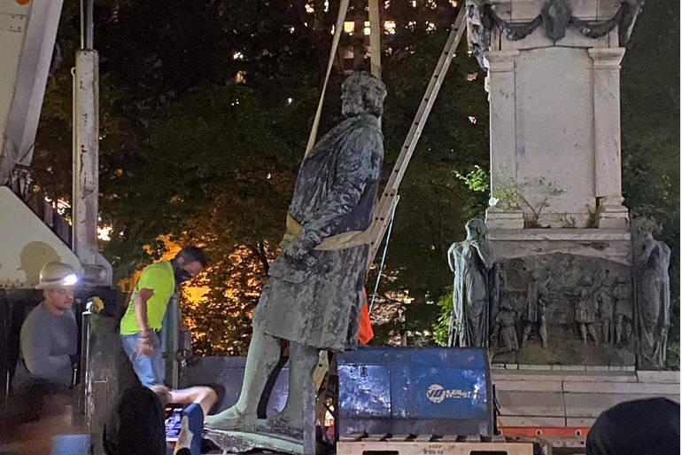 Newark Ousts Christopher Columbus From Washington Park In Dark Of Night Tapinto